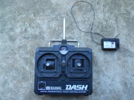 Tarif modélisme en 1984 1080795d1371636598-vintage-sanwa-dash-2-channel-radio-system-dscn0653