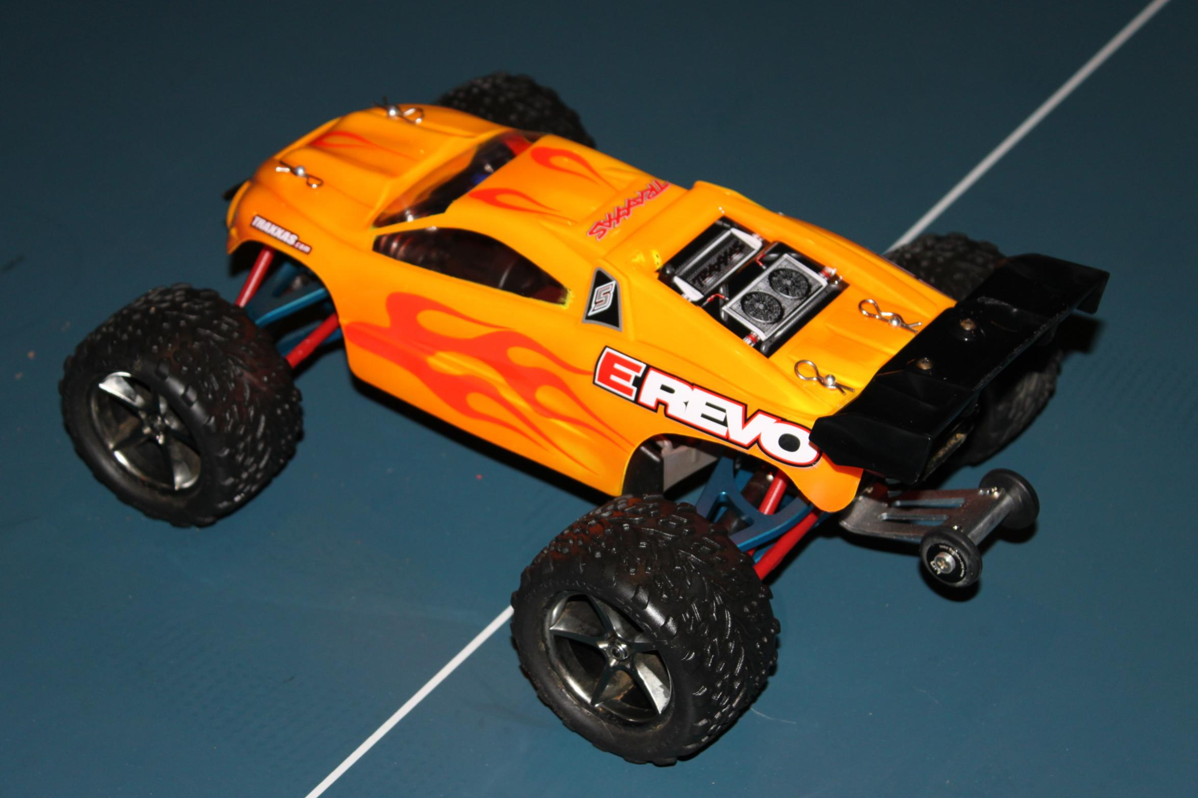Traxxas e revo 1 16 VXL Hopped Up with lipos and transmitter img 4769