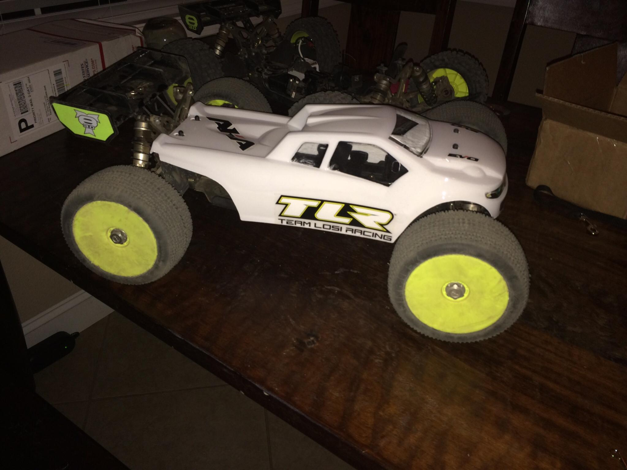 TLR 8ight T 3 0 body options img 0380