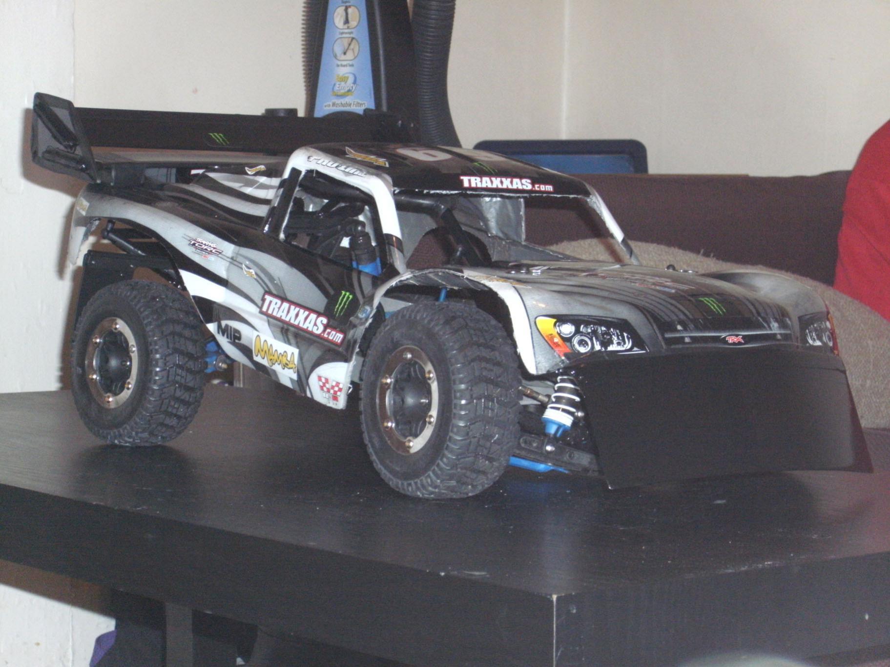 Monster slash 4x4 race stance
