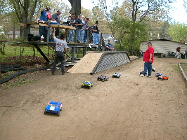 building a track in my backyard ohh yeah r c tech