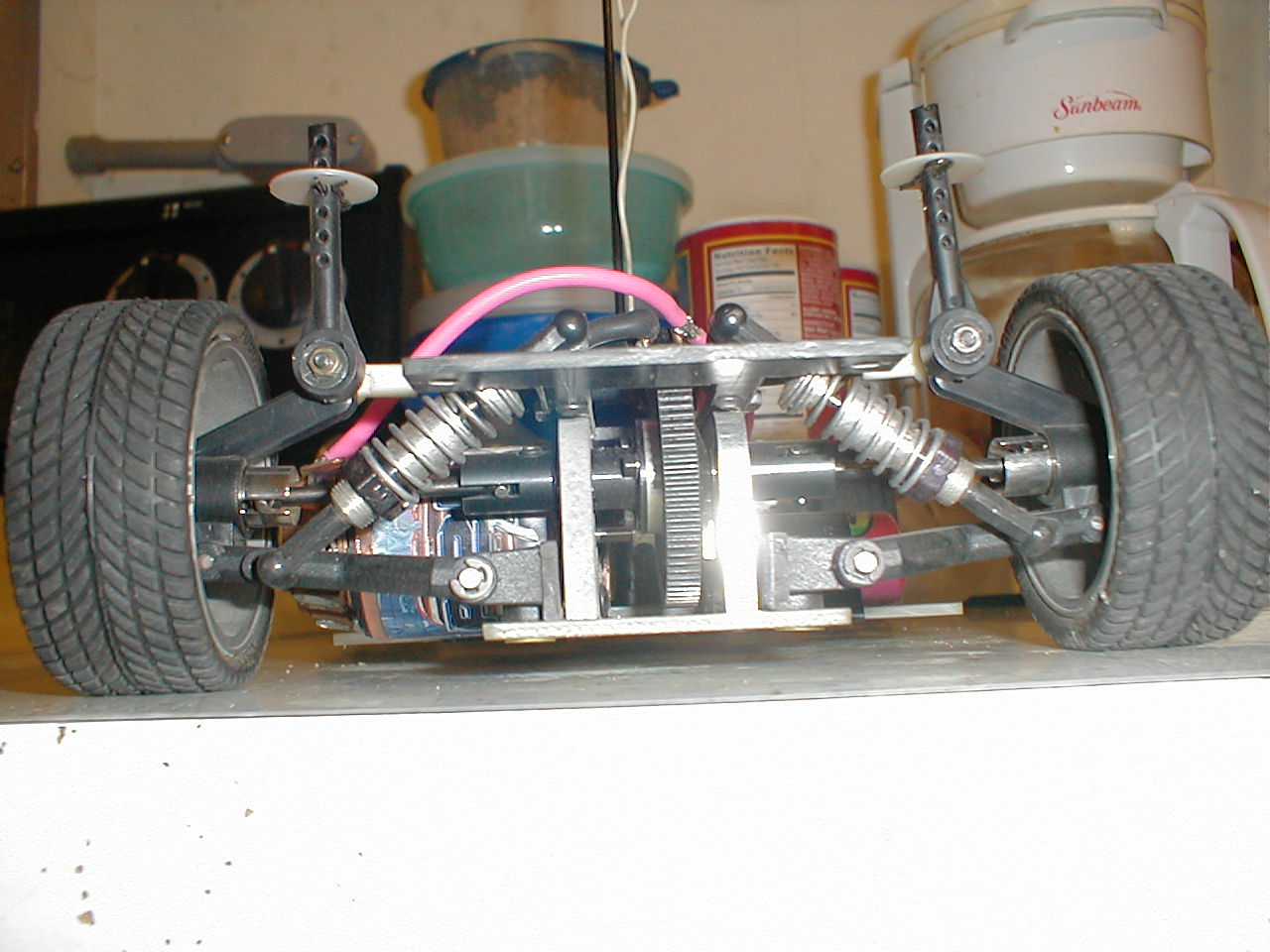 Why the non-independent rear suspension on 2-WD RC Cars - R/C Tech
