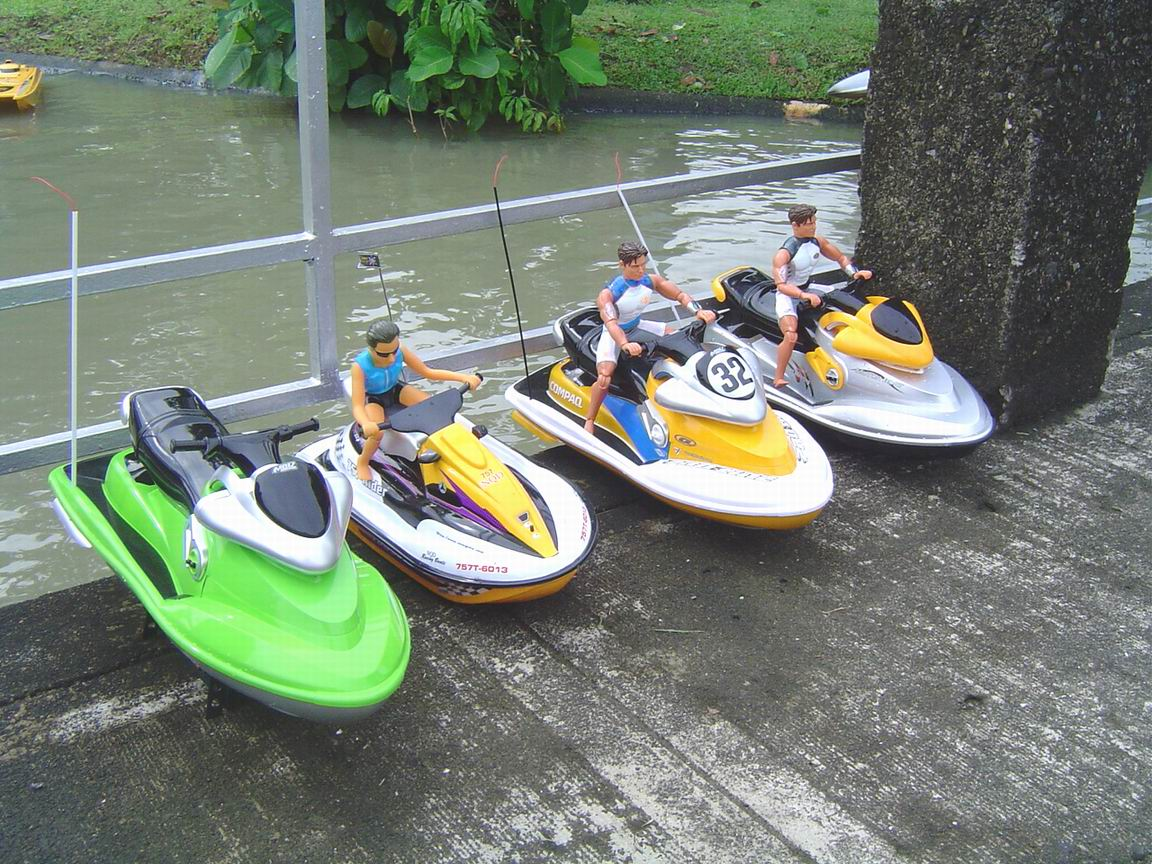 RC BOAT-jet-skis.jpg