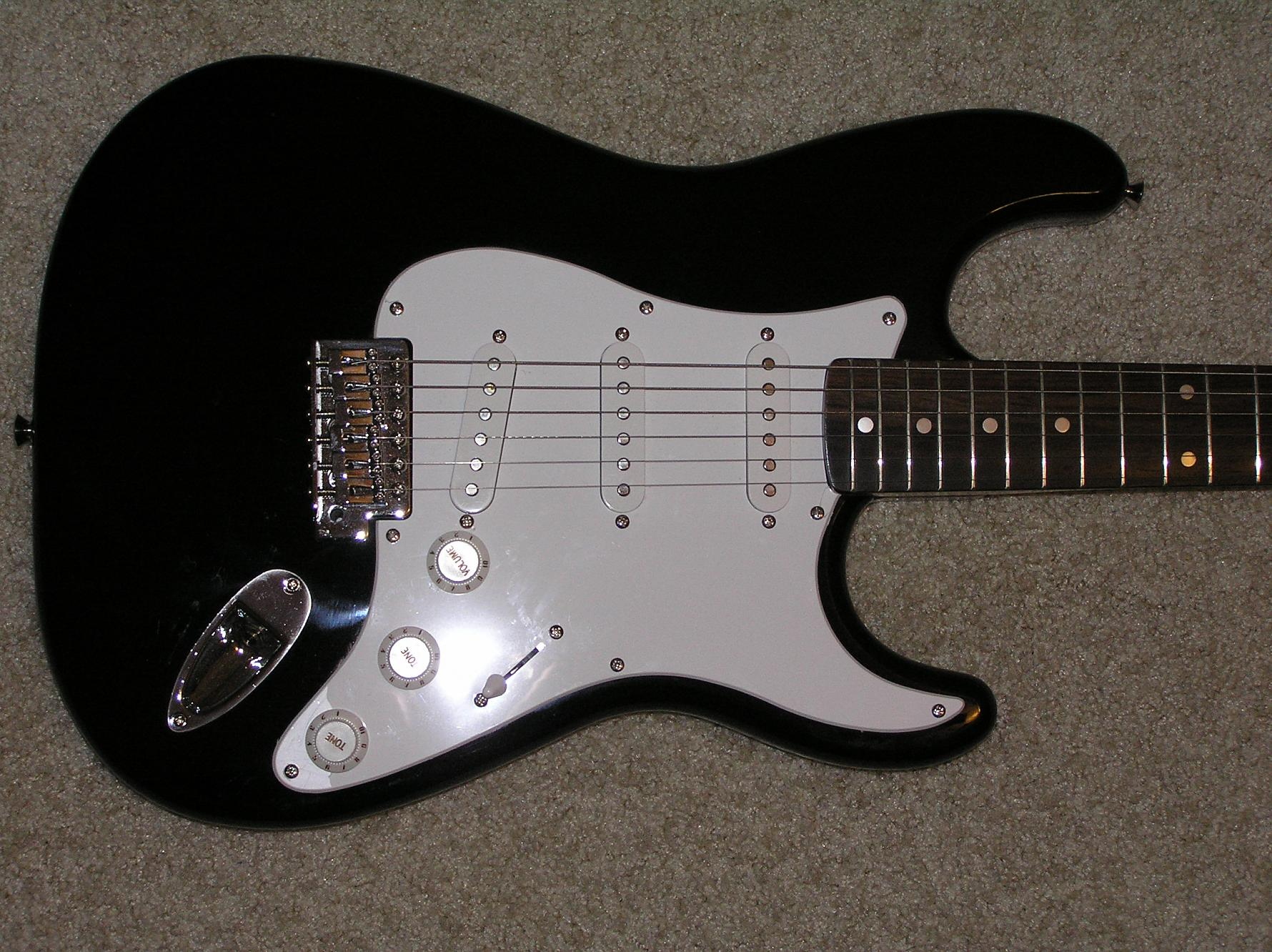 f s fender squier stratocaster electric guitar r c tech forums. Black Bedroom Furniture Sets. Home Design Ideas