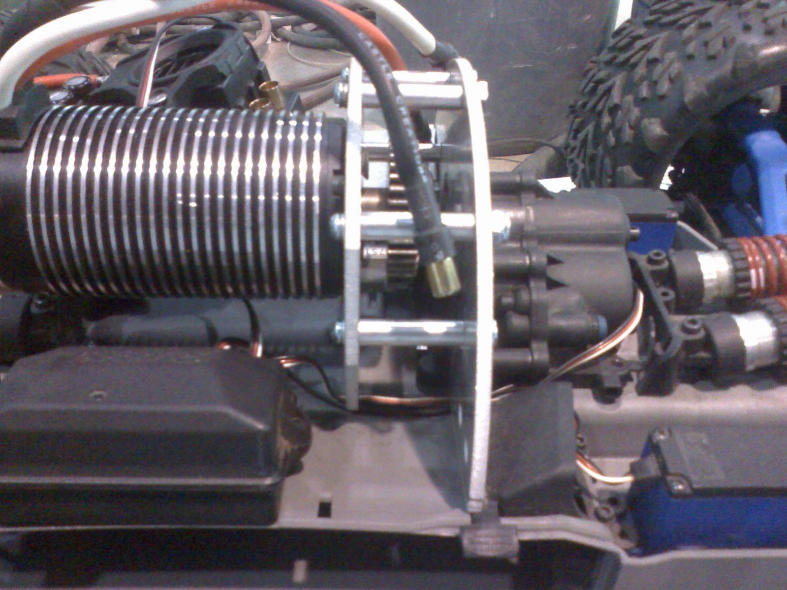 ... E Revo motor mount for Castle 1717-10.jpg