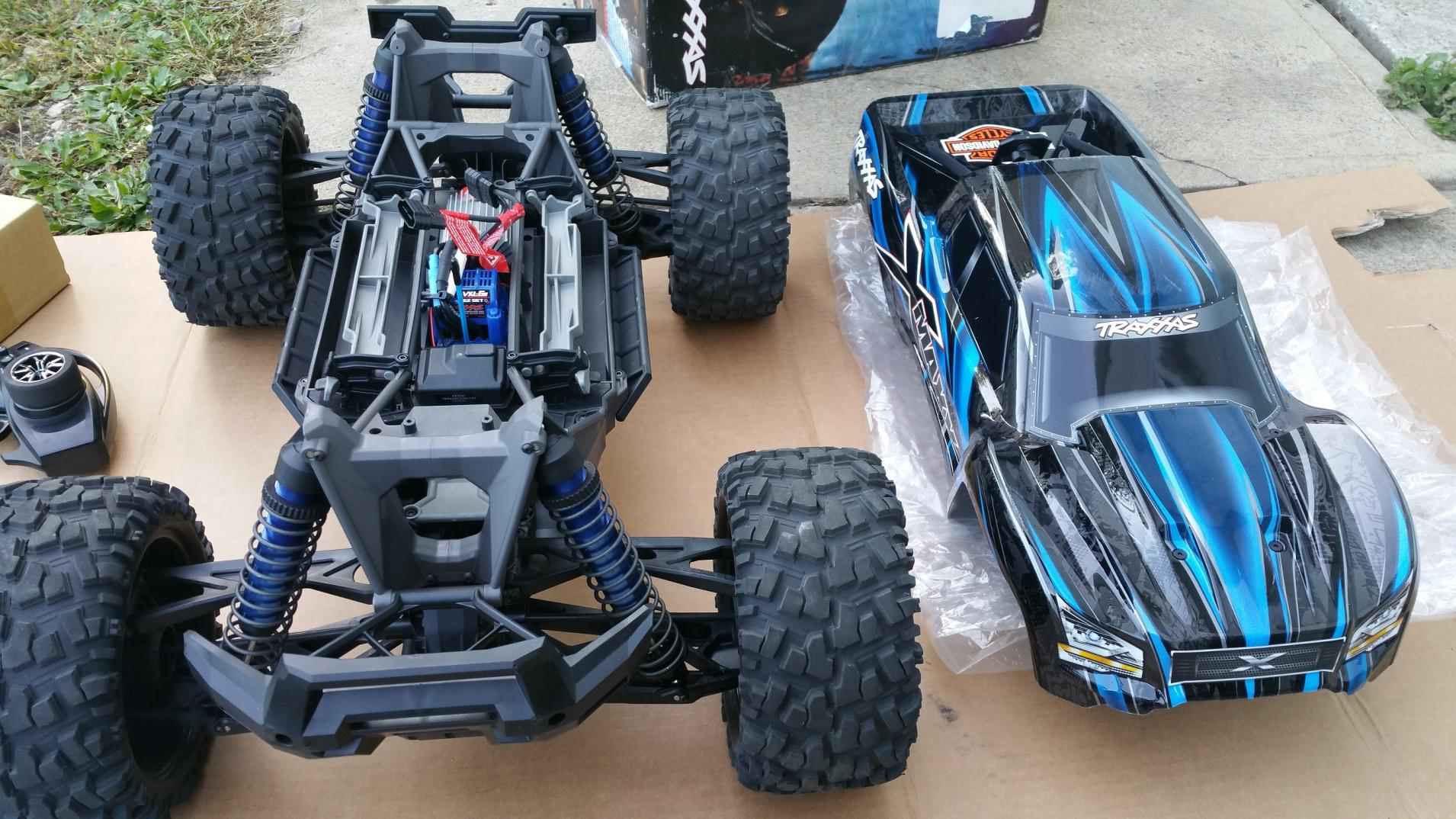 traxxas x maxx in blue black r c tech forums. Black Bedroom Furniture Sets. Home Design Ideas
