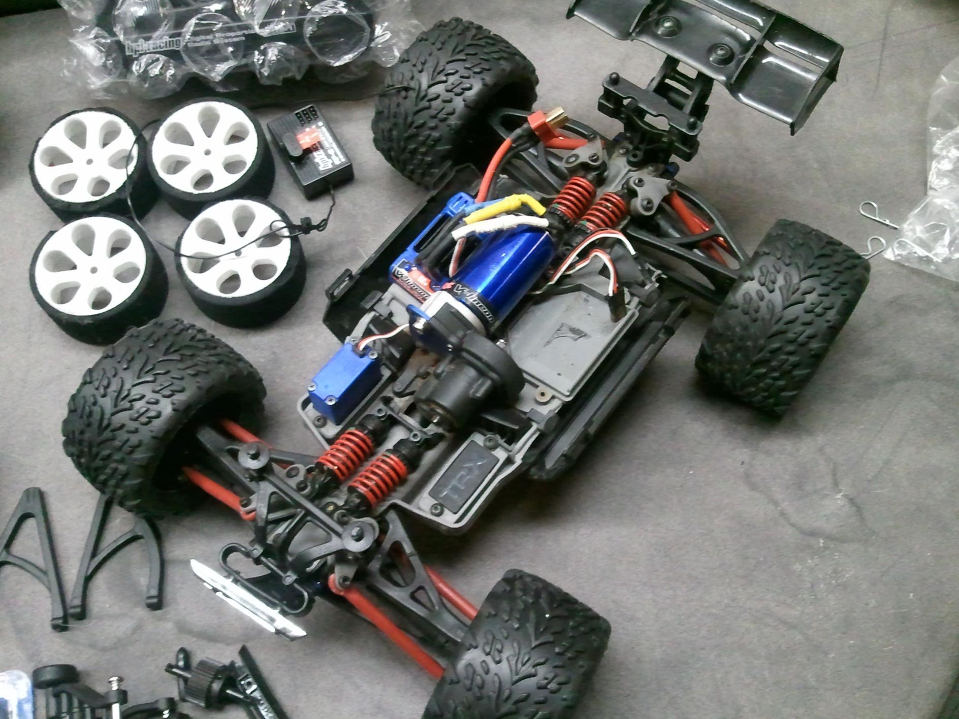 1 16 scale E revo VXL 2011 04 25 22 24