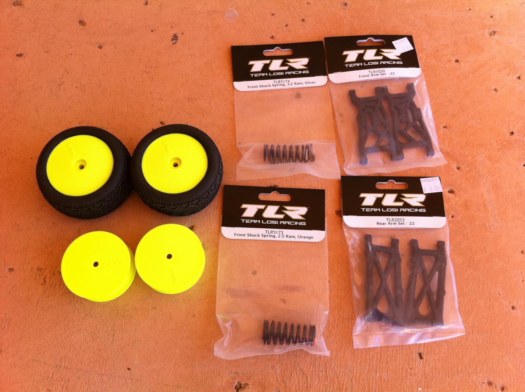 22 TLR2053 Team Losi Racing TLR Rear Arm Set